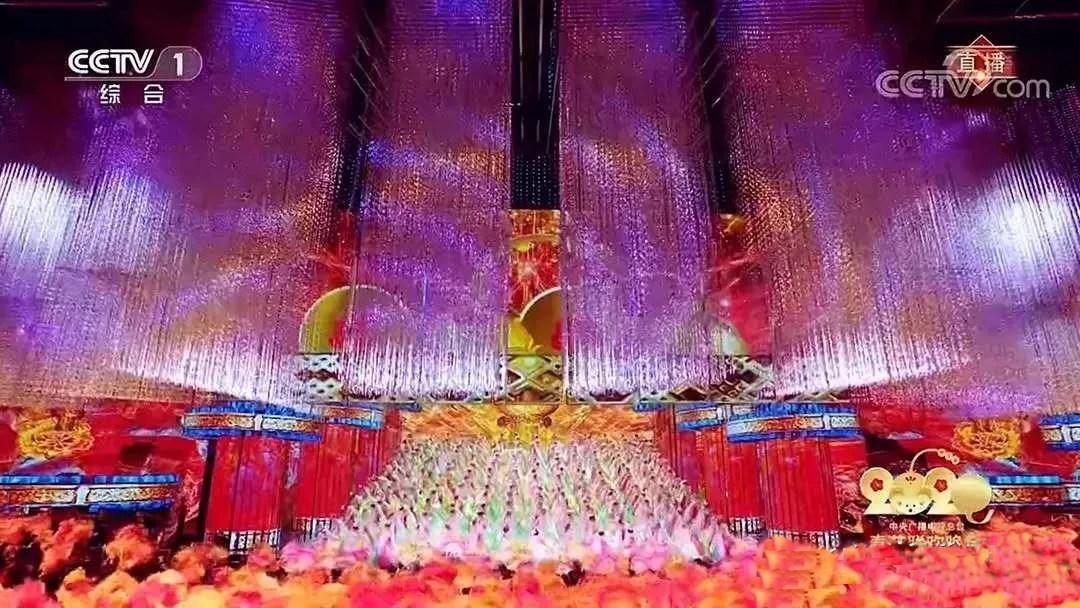 中润光电有幸参与2020春晚北京主会场3D矩阵及郑州1万平米的大型网幕背景的承制!