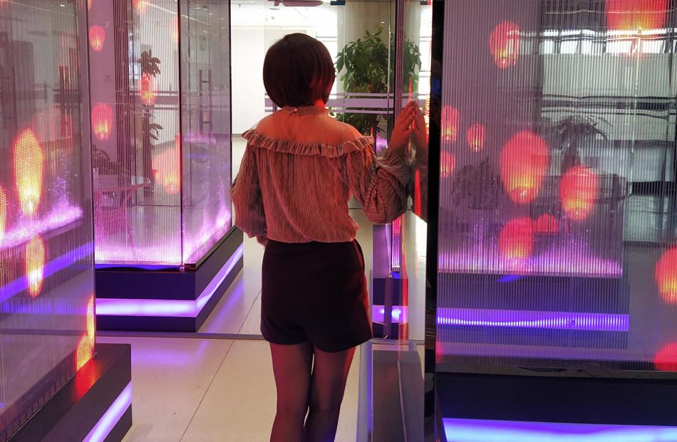 LED贴膜屏哪里有卖?谁家产品做得好?