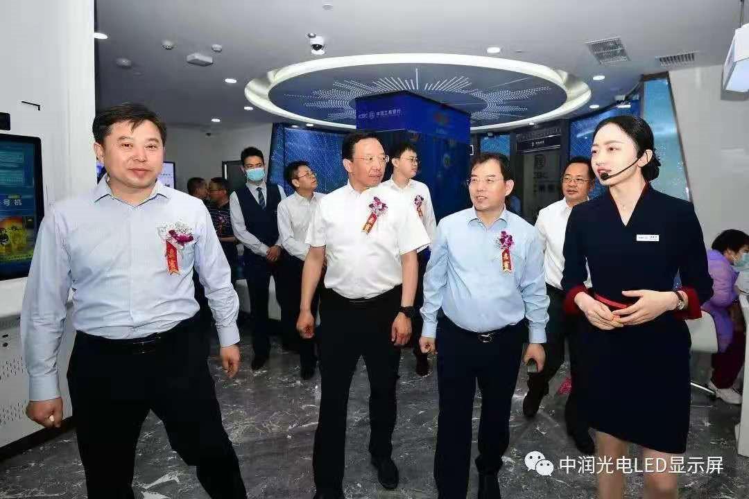 【银行数字化解决方案之二】中润光电助力工行太原湖滨支行数字化升级!