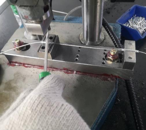 钢丝绳套管压合