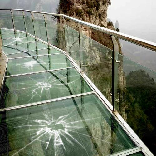 东莞常平玻璃栈道led透明屏项目