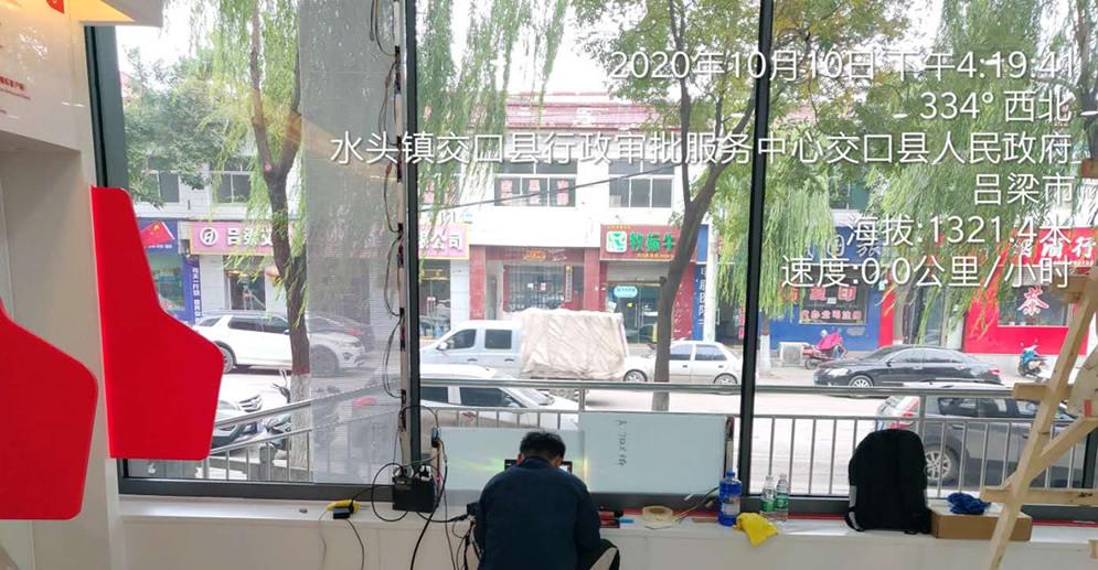 LED贴膜屏案例-山西工商银行网点玻璃橱窗